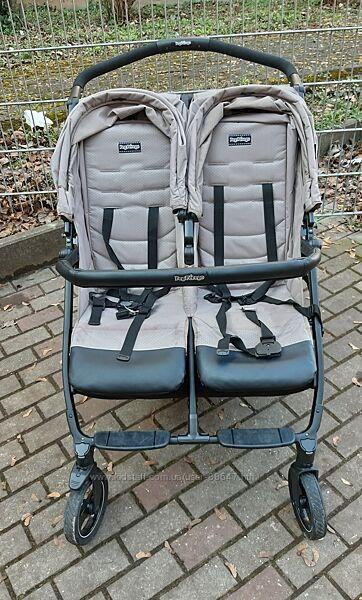 Прогулочная двойная коляска для близнецов погодок  Peg-Perego Book For Two
