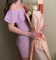 Красивое платье в цветочный принт, размер С