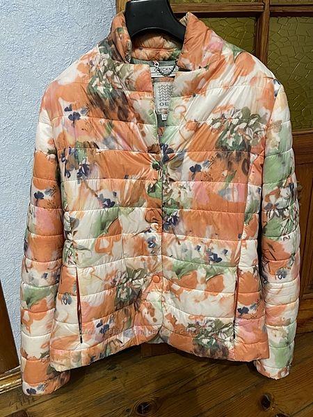 Яркая очень удобная куртка