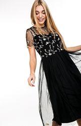 Шикарное платье с вышитым узором