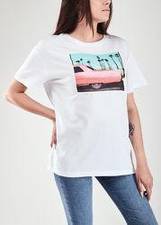 Жіноча футболка з принтом авто 10015
