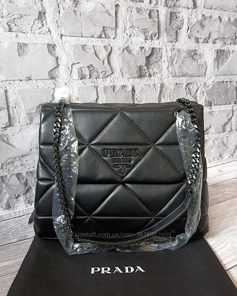 Prada Spectrum кожаная черная сумка