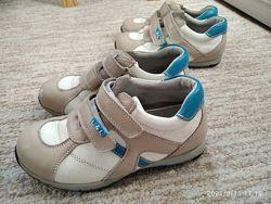 Кожаные кроссовки для малышей 28, 29 р.