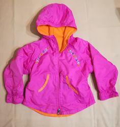 яскрава демісезонна куртка