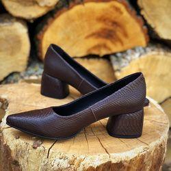Шикарные туфли  лодочки , каблук 5,5см. Замш, кожа.