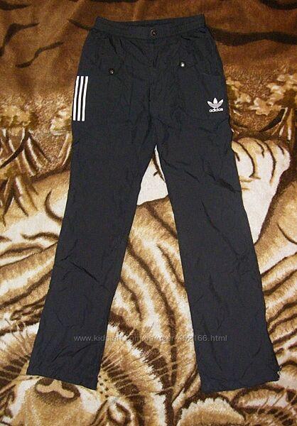 Спортивные штаны adidas, размер xs