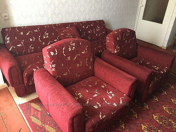 Комплект меблів і килим у подарунок
