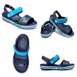 Сандалі дитячі Crocs, колір темно-синій з блакитним