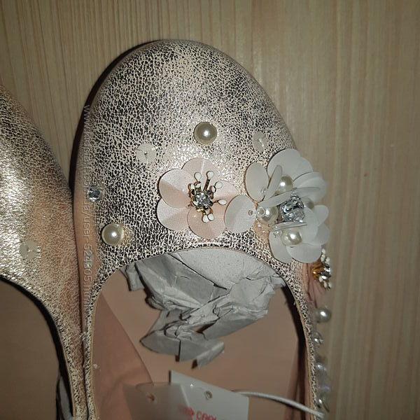 Нарядные бежевые туфли Matalan, стелька 21 см