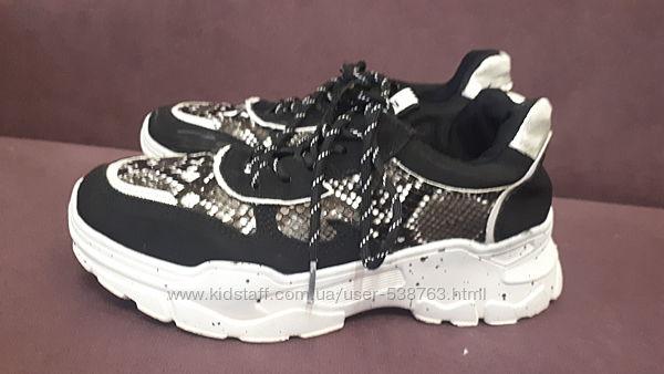 Кросівки в нормальному стані. Розмір 37