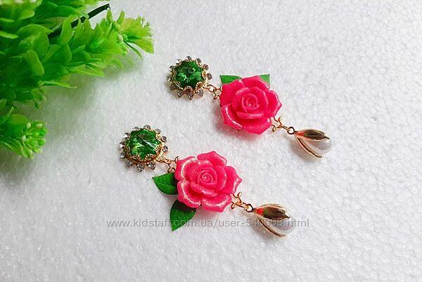 Оригинальные серьги с розами.