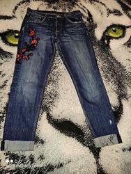 ZARA джинсы с аппликацией/ надписями р. евро 40, амер.8 состояние новых