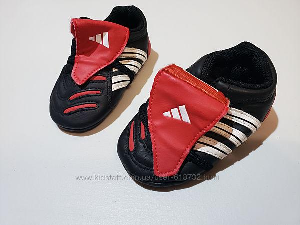 Кожаные новые кроссовки, пинетки на малыша Adidas, 18 размер
