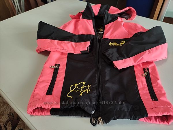 Фирменная куртка, ветровка на девочку 4-5 лет Jack Wolfskin
