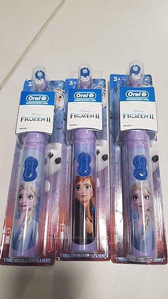 Детская зубная щетка на батарейках.