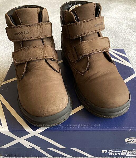 Нубуковые деми ботинки Geox . Размер 34. Хорошее состояние.