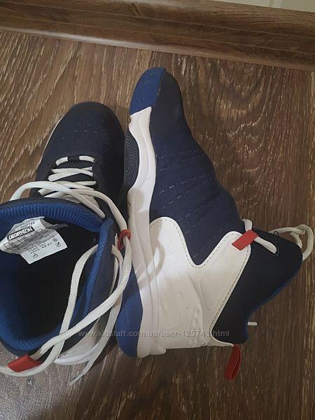 Баскетбольні кросівки