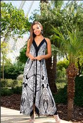 Бренд , необычного кроя черно-белый платье - сарафан , indiano
