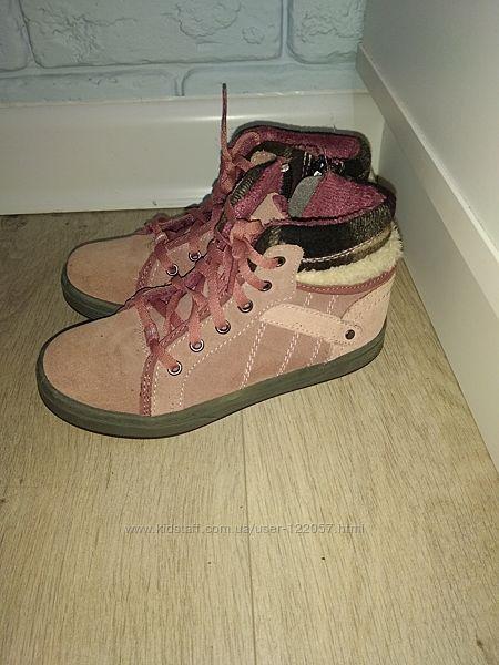 Продам демисезонные ботиночки twisty