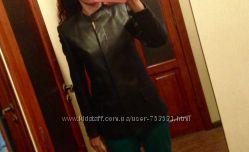 Изящная чёрная кожаная куртка в идеале на 40-42 размер