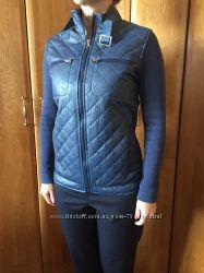 Женская курточка комбинированная темно-синего цвета