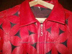 Шикарная кожанная красная курточка в цветах 50-52 р.