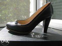 Классические новые черные туфли на каблуке 36р.
