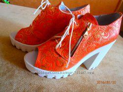 Туфли с открытым носком с перфорированной кожи