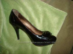 Туфлі святкові лакові 39 дуже елегантні