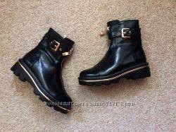 Стильные женские демисезонные ботинки на низкой тракторной подошве, 36-40
