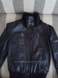 Куртка кожаная, черная, короткая, спортивная