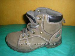 Новенькие термосапожки для малышки 15-19 см.   Кожаные ботинки CAT  18 см