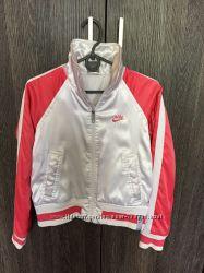Стильная женская куртка Nike