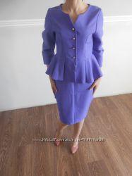 Красивый костюм 42-44 размер