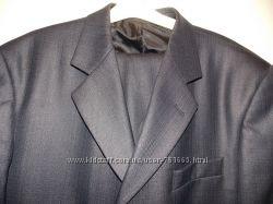 Мужской деловой классический костюм темно-серого цвета 50-52 размера.