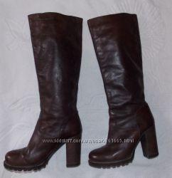Кожаные демисезонные коричневые женские сапоги - 35 размер. Румыния