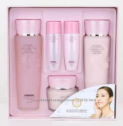 Набор уходовой косметики 3W Clinic Flower Moisture Skin Care Set