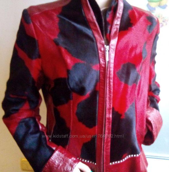 Червона шкіряна куртка зі вставками натурального хутра