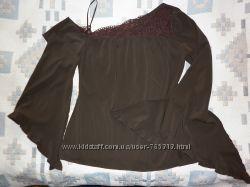 Сногсшибательная французская блузка на одно плечо.