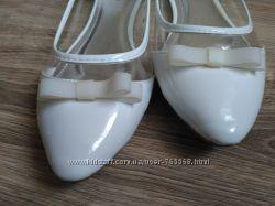 Балетки белые