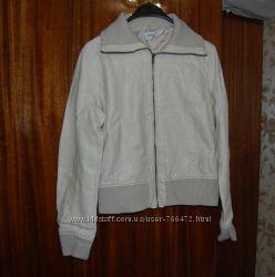 Светлая куртка Oodji