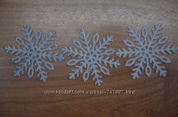 Снежинки новогодние белые