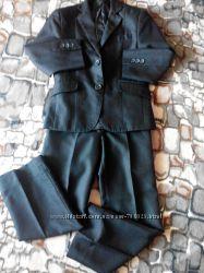 Черный костюм-двойка с пиджаком черный 28 р-р, 116 рост.