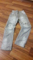Легкие хлопковые брючки и джинсы на 8-9 лет.