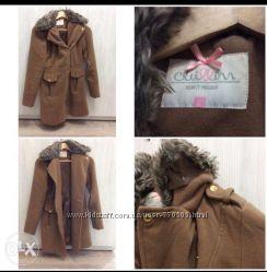 Пальто бежевого цвета на боковой молнии