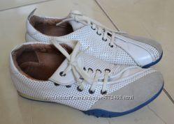 Оригинальные мягкие кроссовки кожа Wellfare 36р