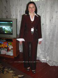 деловой костюм 4-ка на худенькую девушку на половину новый