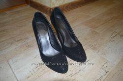 Замшевые черные с камешками туфли 38р.