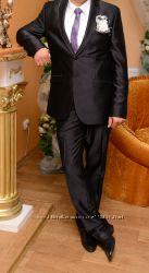 Срочно продам очень красивый костюм-тройка фирмы Ceremoni