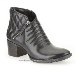 Кожаные ботинки Clarks Movie Retro Women&180s Boots р. 37, 5